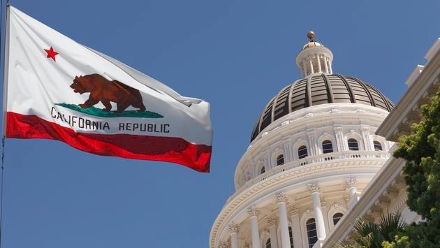 Yeni Seyahat Danışmanlığı Kaliforniyalılara 120 Mil Mesafede Kalmalarını Söylüyor